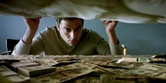 Los j venes guardan su dinero debajo del colch n udual press for Bichos en el colchon