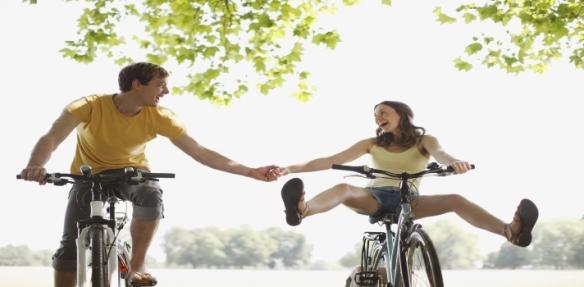 personas-felices-haciendo-deporte